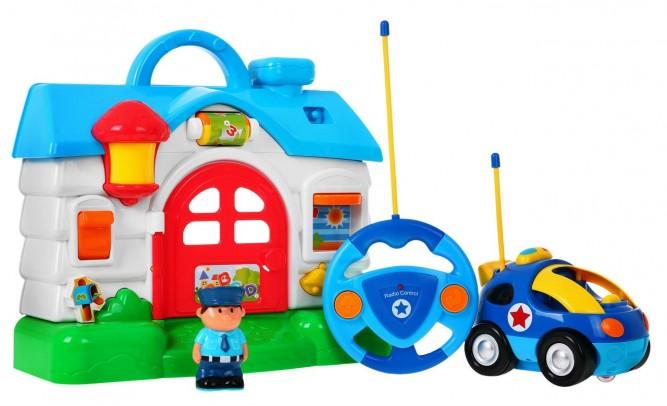 Policejní auto na dálkové ovládání policejní stanice + figurka