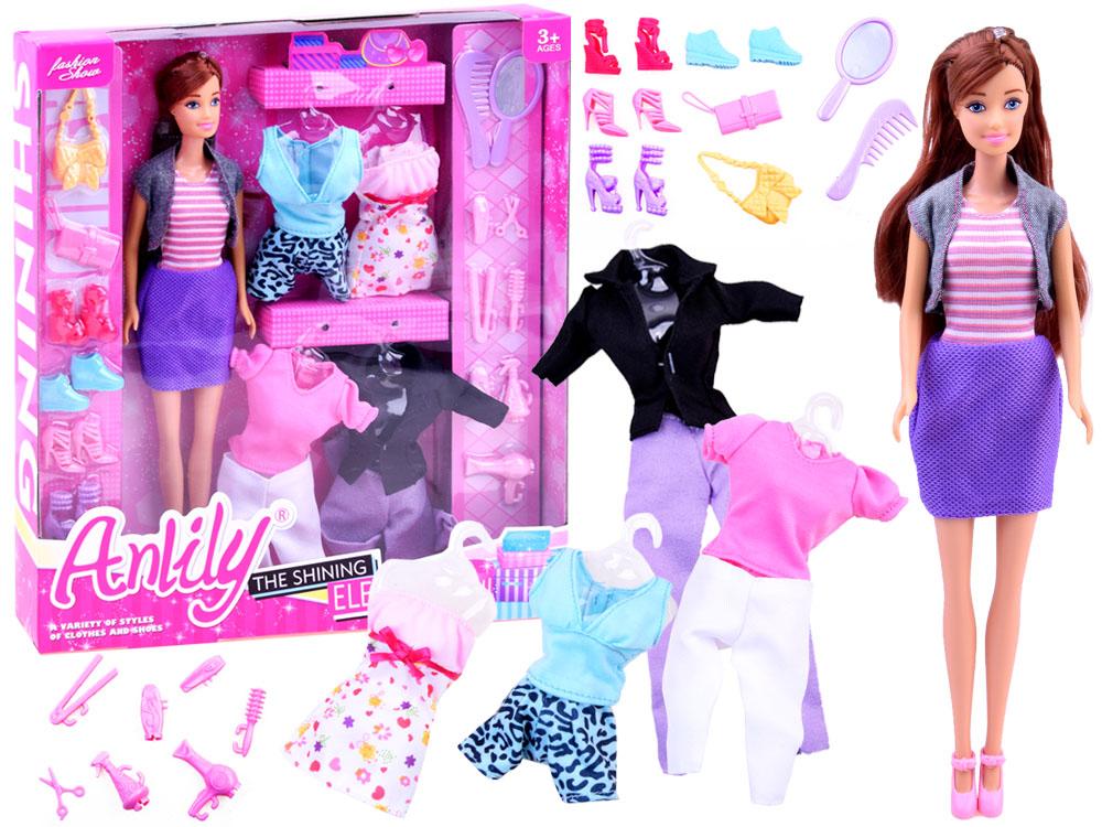 Panenka Anlily s oblečky