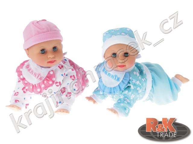Krásná panenka miminko zpívá a batolí se